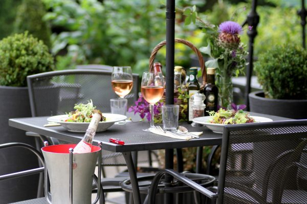 Al Fresco dining at The Golden Fleece Braughing by Sharon Struckman (12)